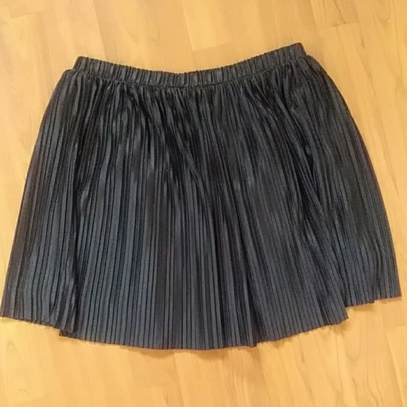 Frenchi Dresses & Skirts - Frenchi black pleated miniskirt -size M (NWOT)